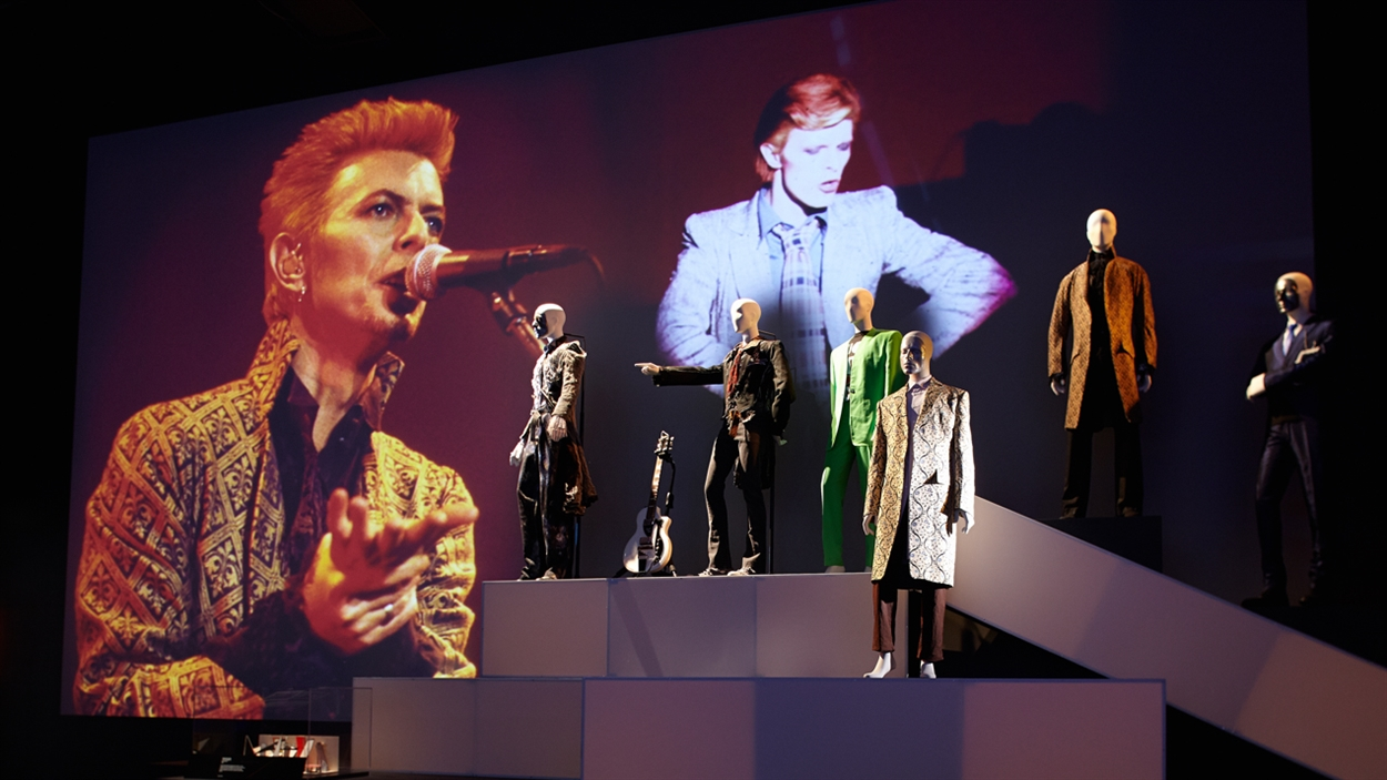 130925_rb2c1_aetd_bowie_expo3_sn1250